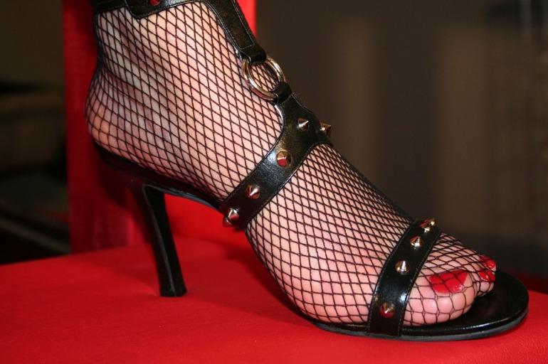 high-heeled-shoe-1530744_960_720