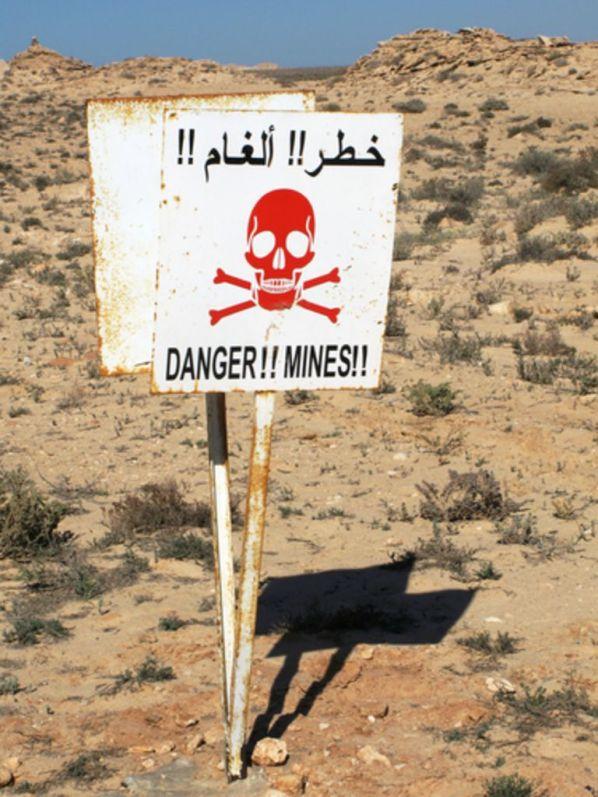 csm_Landmine_warning__Hector_Garcia_Serrano-shutterstock_10ee889c74