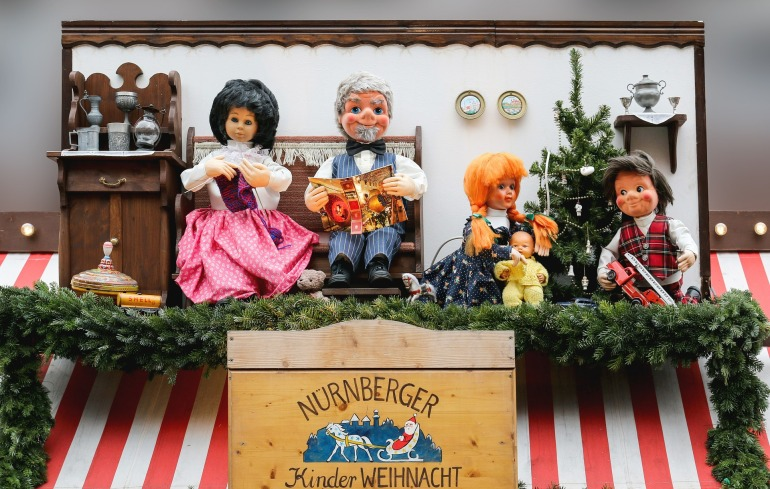 dolls-551309_1920