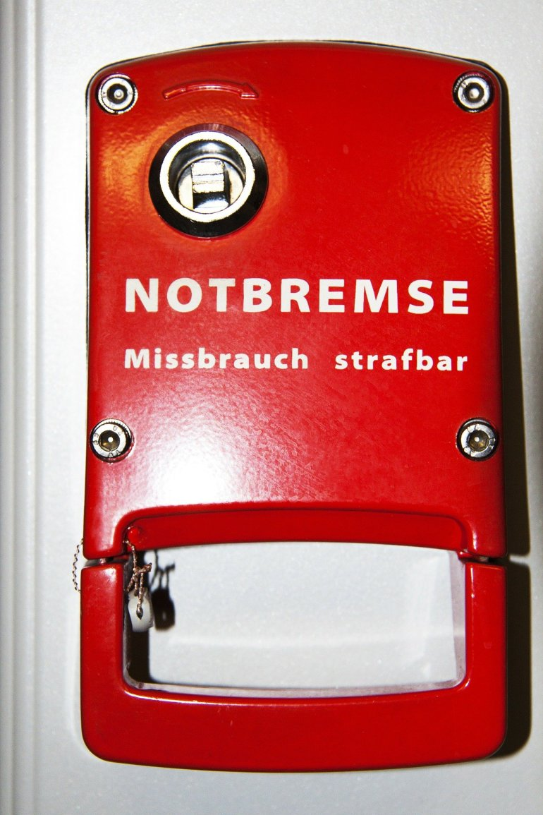 emergency-brake-68812_1920