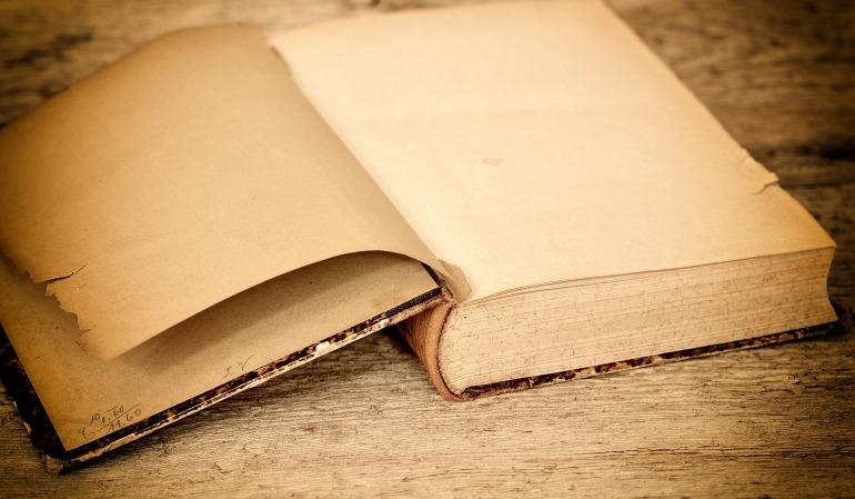 book-657637_1920